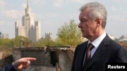 """Сергей Собянин на месте строительства парка """"Зарядье"""". Апрель 2014 года"""