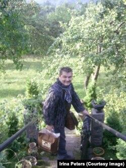 Александр Васильев в своем саду, Вильнюс