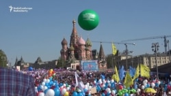 Tens Of Thousands Mark May Day In Moscow