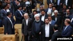 رئیسجمهور ایران از دیپلماسی دفاع کرده اما گفته است جمهوری اسلامی علاوه بر دیپلماسی٬ «به همه قدرتها... سخت و نرم... نیاز دارد».