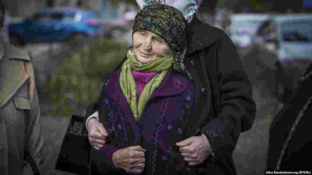 В конце 60-х годов ее семья приняла решение вернуться в Крым. Находясь на родной земле, Веджие Кашка и члены ее семьи неоднократно подвергались репрессиям советских властей. Их трижды выселяли за пределы Крыма, но они не опускали руки и снова возвращались