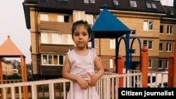 Полиция увезла 6-летнюю Рухшону за то, что девочка гуляла на улице без сопровождения взрослых.