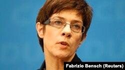 Xristian Demokrat İttifaqının yeni baş katibi Annegret Kramp-Karrenbauer