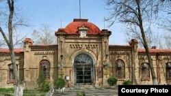Здание бывшего Кауфманского детского приюта, впоследствии Института энергетики и автоматики. Фото с сайта stroyka.uz.