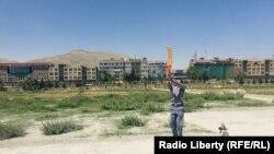 سمیعالله نوجوان افغان حین کریکت در چمن حضوری در کابل