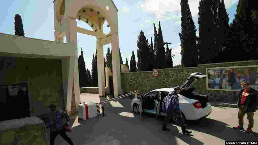 На пропускных пунктах детских лагерей и других объектов «Артека» дежурят военнослужащие Росгвардии