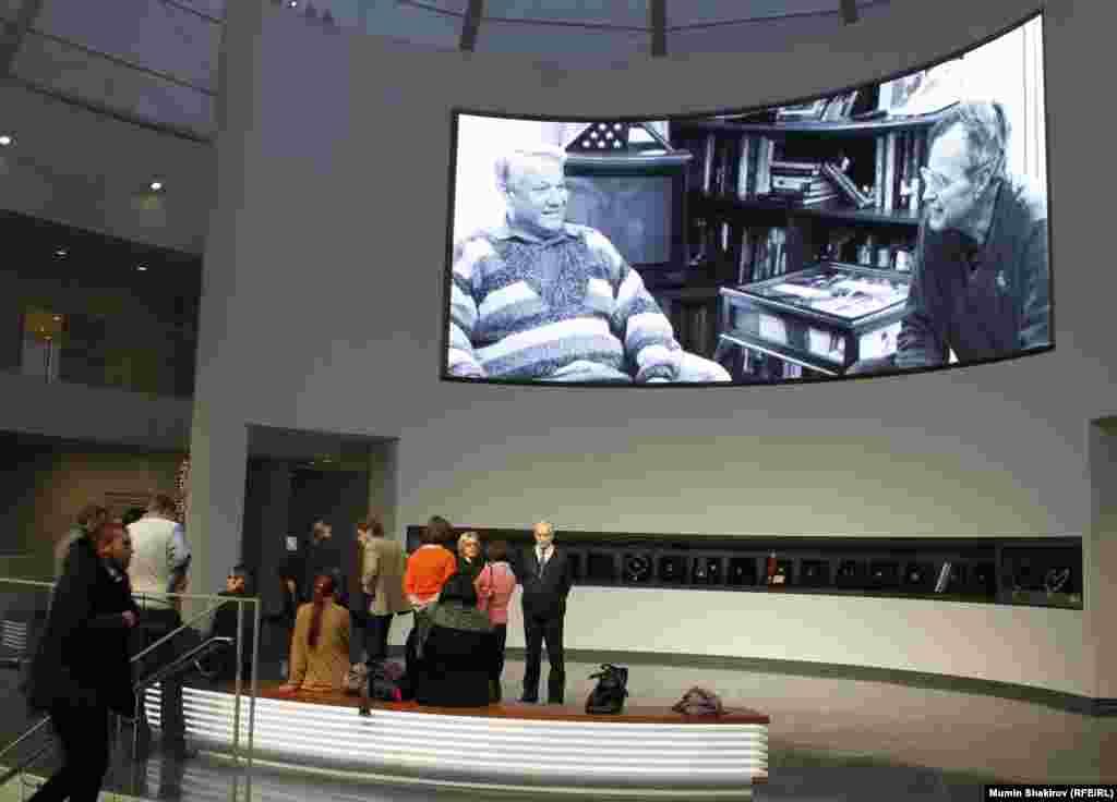 Фойє залу на 3-му поверсі – продовження виставки «Лабіринт російської історії».