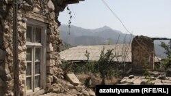Разрушенный в результате землетрясения дом. Иллюстративное фото.