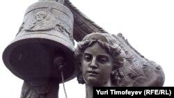 """Fîntîna """"Glasnost"""", sculptură la Moscova"""