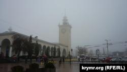 Туман в Симферополе (архивное фото)