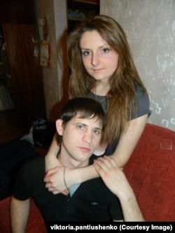 Так пара виглядала у 2013 році, як тільки закохані побралися. За рік Богдан поїхав на війну