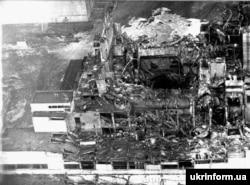 Одне з перших фото ЧАЕС після вибуху 26 квітня 1986 року