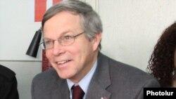 Посол США в Армении Джон Хефферн (архив)