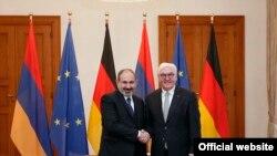 Премьер-министр Армении Никол Пашинян (слева) и президент Германии Франк-Вальтер Штайнмайер, Берлин, 1 февраля 2019 г.