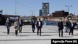Dio zastupnika Parlamenta Federacije BiH pred sjednicu početkom aprila 2020