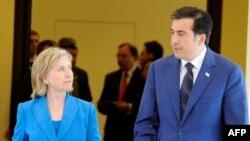 Грузинские эксперты и политики обсуждают визит госсекретаря США Хиллари Клинтон в Тбилиси