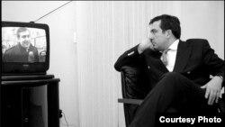 """""""Запоздалое стремление"""" к коабитации некоторые политологи объясняют страхом Саакашвили оказаться """"на нарах"""""""