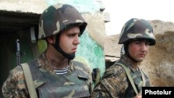 Հայկական բանակի զինծառայողները Ադրբեջանի զորքերի հետ շփման գծում, արխիվ