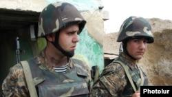 Լեռնային Ղարաբաղի Պաշտպանության բանակի զինծառայողները դիրքերում, արխիվ