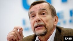 """Руководитель движения """"За права человека"""" Лев Пономарев"""