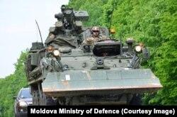 Trupe americane deplasîndu-se în Moldova