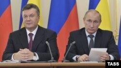 Президенти Украина Виктор Янукович бо ҳамтои русаш Владимир Путин
