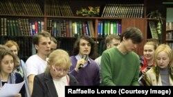 Раффаэлло с другими защитниками библиотеки