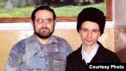 Игорь Сутягин (справа) на свидании со своим братом Дмитрием (2006 год).