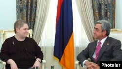 Tina Kaidanow, U.S. deputy assistant secretary of state for European and Eurasian affairs, met with Armenian President Serzh Sarkisian (right) on October 20.