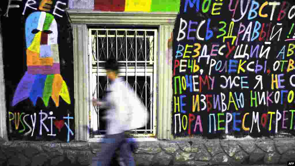 A man walks past grafitti in support of the punk collective Pussy Riot in central Moscow. (AFP/Andrei Smirnov)
