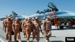 Министр обороны России Сергей Шойгу на базе Хмеймим 18 июня 2016