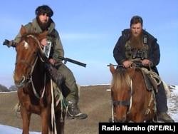 Тархан Газиев (оң жақта) деп жарияланған сурет.