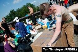 Волонтеры ведут сбор благотворительной помощи для пострадавших при наводнении в Краснодарском крае.
