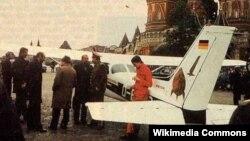 Mathias Rust, neprimjećen od radara se spustio na Crveni trg u Moskvi, 1987.