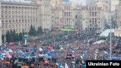 Участники протестов в Киеве. 1 декабря 2013 года