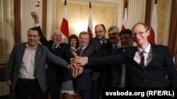 Лідэры апазыцыі пасьля супольнай прэс-канфэрэнцыі ў Менску 27 студзеня