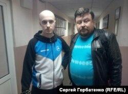 Михаил Тышкевич (слева) с отцом Александром в Славянском горрайонном суде