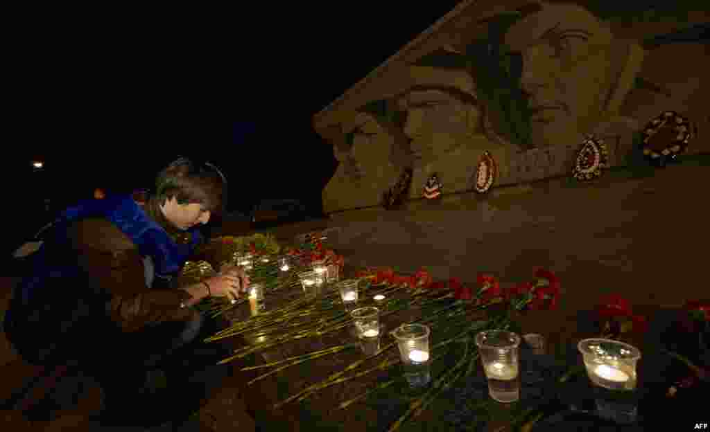 A man lights a candle at the World War II memorial in the southern Russian city of Stavropol at 4 a.m. on June 22, the date and time of the Nazi German attack on the Soviet Union in 1941, which Russians mark as Memorial Day. (AFP/Danil Semyonov)