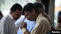 Familjarët e viktimave në Islamabad.