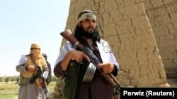 طالبان تلاش کرده اند تا با هدف قرار دادن فرماندهان و افراد سرشناس، حکومت کابل را تضعیف کنند و دایرۀ نفوذ شان را در مناطق گوناگون افغانستان گسترش دهند.