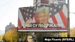 Tri bilborda sa likom Donalda Trampa osvanuli u Severnoj Mitrovici