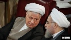 اکبر هاشمی رفسنجانی در کنار حسن روحانی، رئیس جمهور ایران، در اجلاس اخیر مجلس خبرگان رهبری
