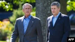 Canadian Prime Minister Stephen Harper (right) with U.S. President George W. Bush