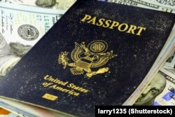 Наличие у гражданина РФ, например, вот такого второго паспорта, о котором не знает ФМС, становится преступлением