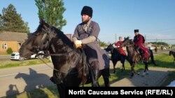 Причиной конфликта послужил запрет жителей балкарского Кенделена на проезд через селение кабардинской конной группы к горе Канжал