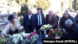 Polaganje cveća na Srđanov grob u Trebinju, foto: Nebojša Kolak