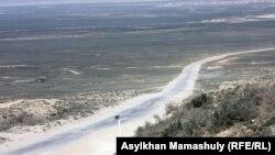 Маңғыстау облысындағы Ақтау-Атырау күре жолы. (Көрнекі сурет)
