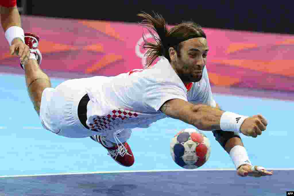 Croatian Ivano Balic dives in an attempt to retrieve the ball in an Olympic handball match against South Korea on July 29. (AFP/Javier Soriano)