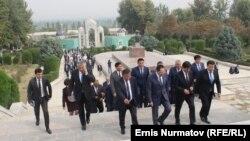 Визит кыргызской делегации во главе с первым вице-премьер-министром Кыргызской Республики М. Абулгазиевым в город Андижан, 1 октября 2016 года.
