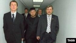 А когда-то семьи ладили. И Кадыров даже мог улыбаться в присутствии Руслана Ямадаева, который впоследствии был убит